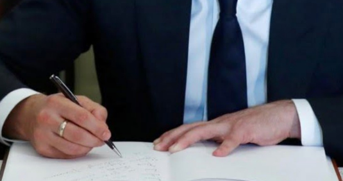 Зеленський підписав указ про мінімальну зарплату медиків