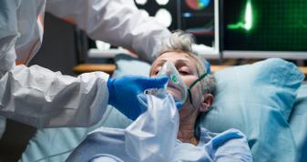 Більше 98% госпіталізованих з COVID-19 — невакциновані
