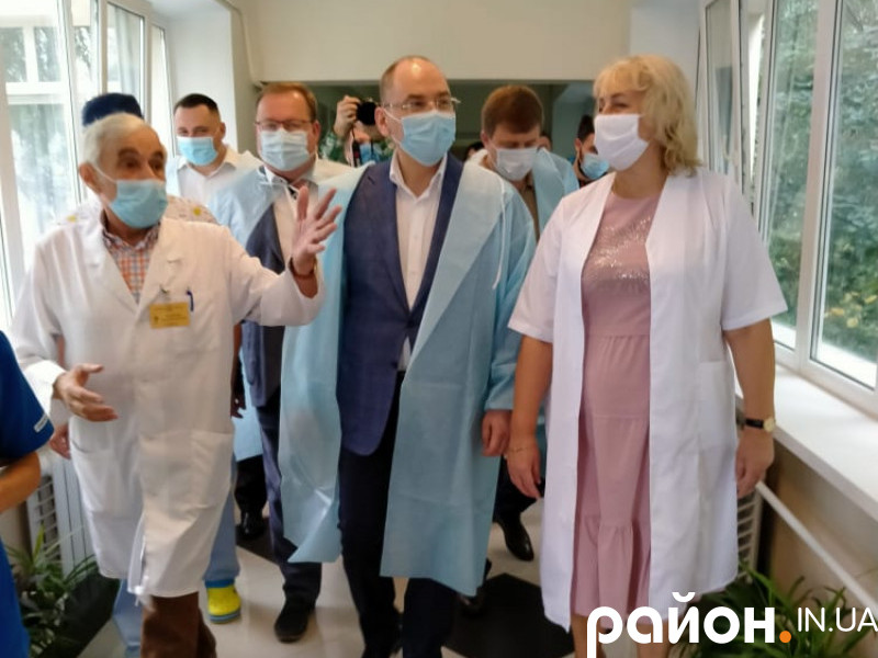 Міністр Максим Степанов у центрі