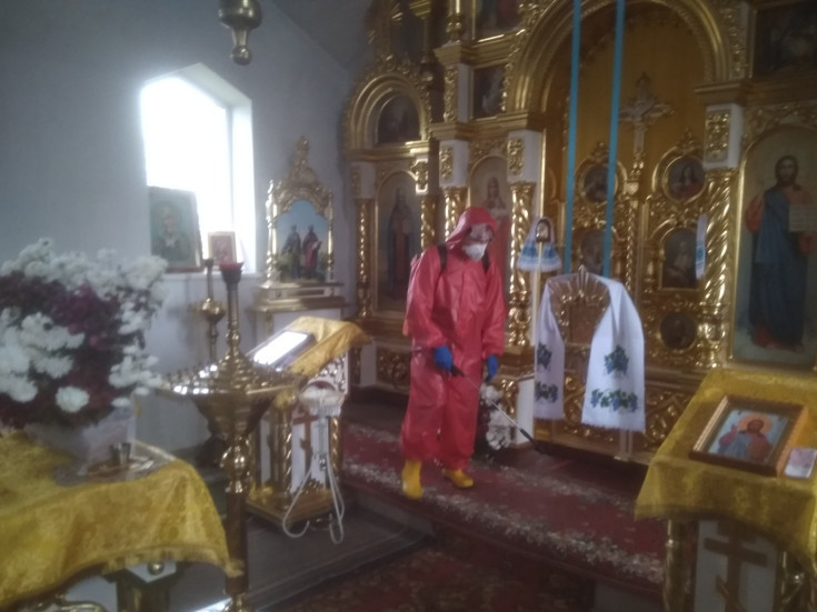 Дезінфікують місцевий храм